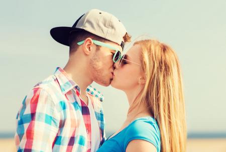 papilloma vírus a csók révén)