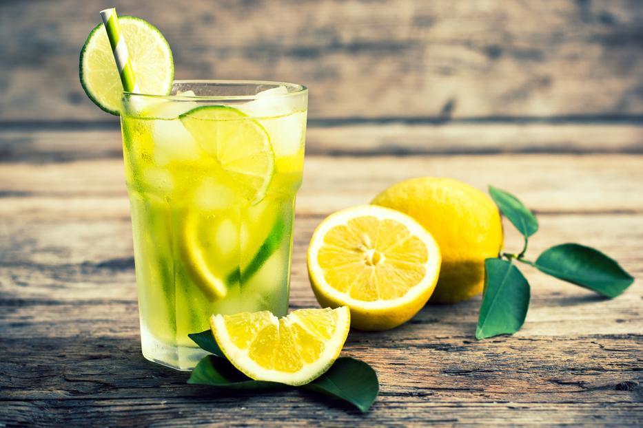 méregtelenítő vizet és citromot