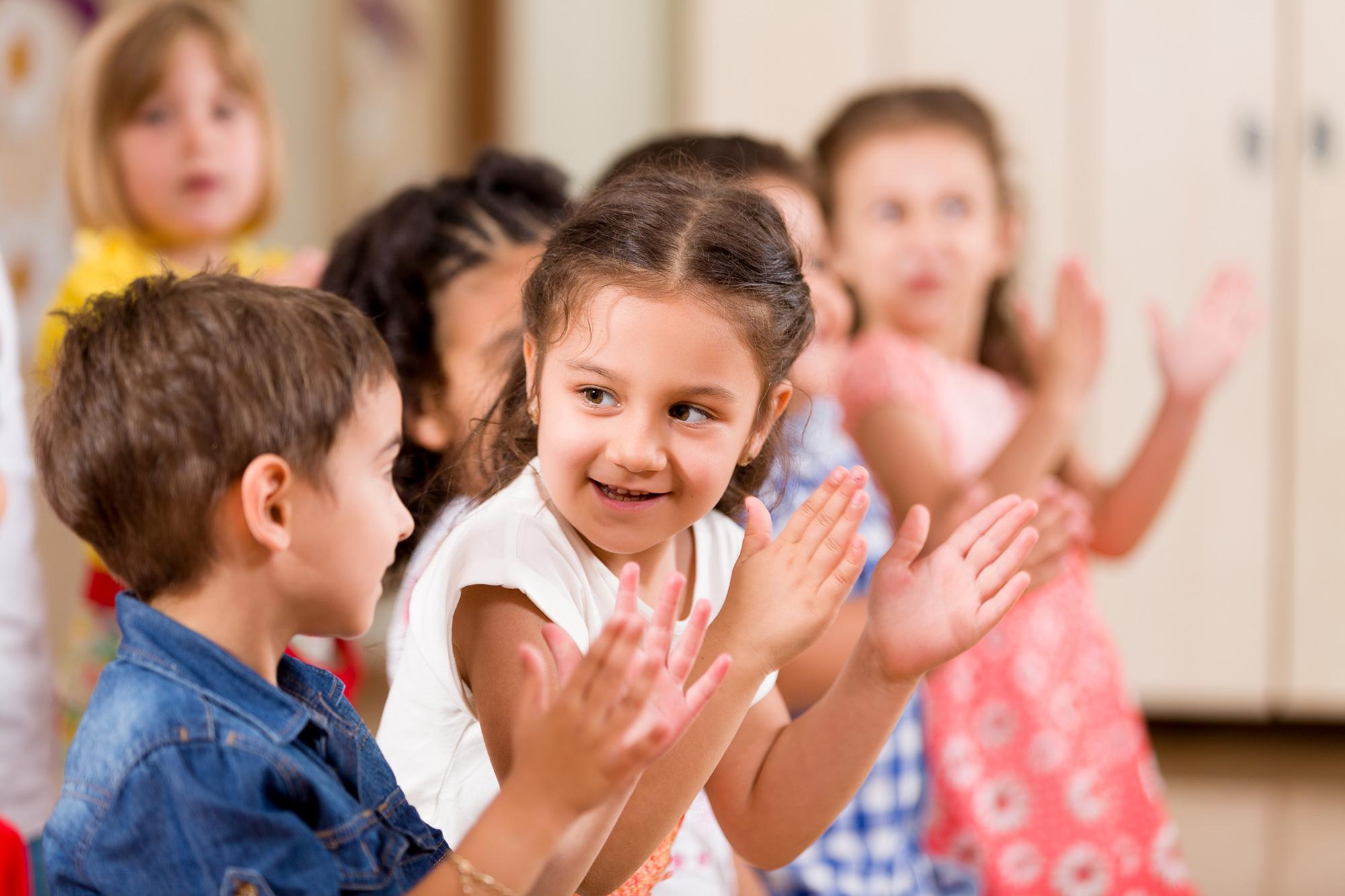 a gyerekekkel való izgatottság érzése