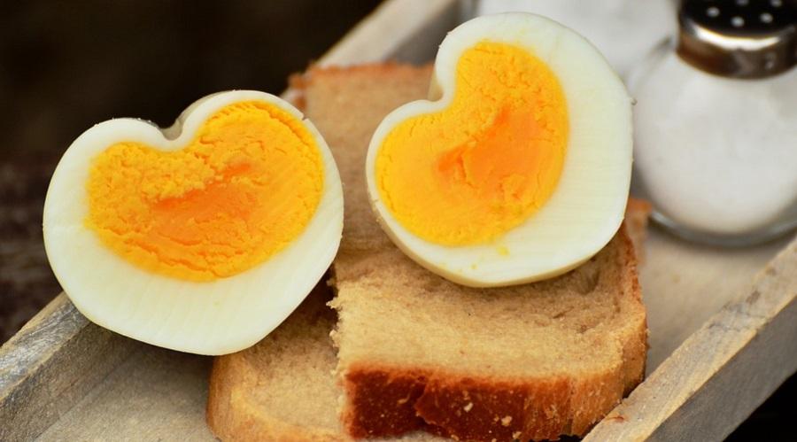 Főtt tojás gyerekeknek. Mikor adhat tojásfehérjét a babának? Mit ehet bélfertőzéssel - videó