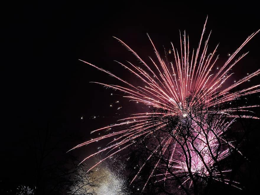 magányos tűzijáték)