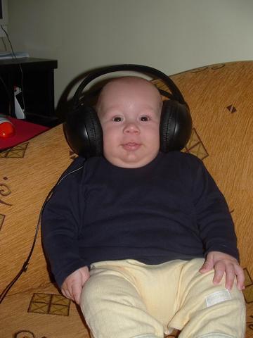 hogy néz ki a széklet a fejhallgatóval?